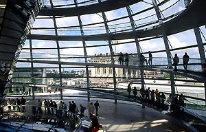 ノーマン・フォスター《ドイツ連邦議会新議事堂・ライヒスターク》