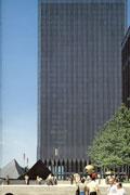 WTC足下の流政之《無題》