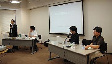 パネラー/左から彦坂尚嘉氏、五十嵐太郎氏、筆者、暮沢剛氏